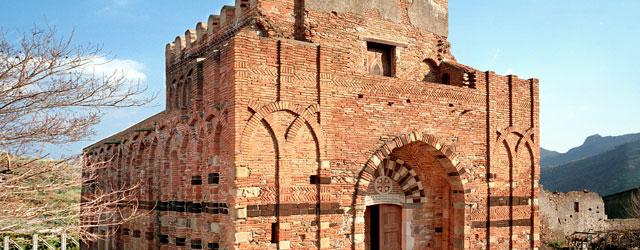 È un piccolo centro fondato in epoca bizantina dai monaci provenienti dalla Siria e dall'Egitto, con il nome di Palachorìon che significa vecchio (palaion) casale (korion). Il paese, che conserva...