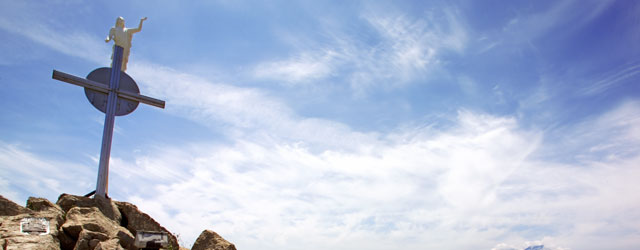 Roccafiorita, oggi, accoglie il visitatore con la semplicità che caratterizzano il suo territorio , lo accoglie con la pace maestosa del suo monte, con i colori e profumo della sua...